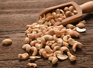 衝撃!まさかこんな姿だなんて…カシューナッツの実の生り方